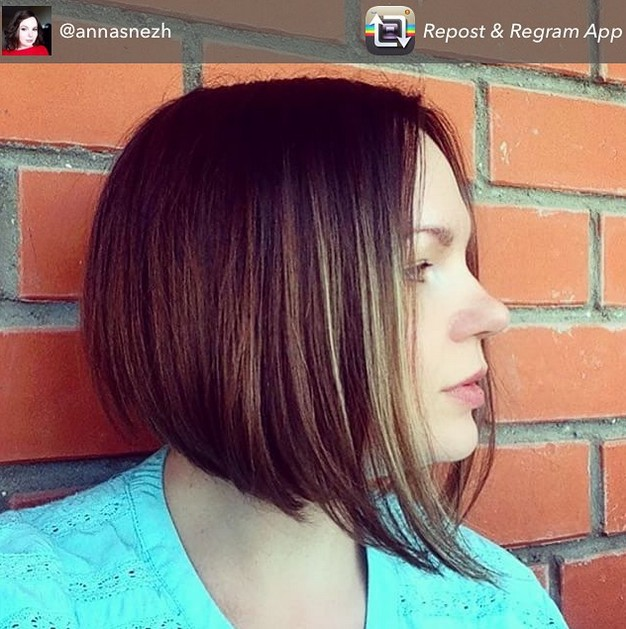 short graduated bob haircut with streaks 1